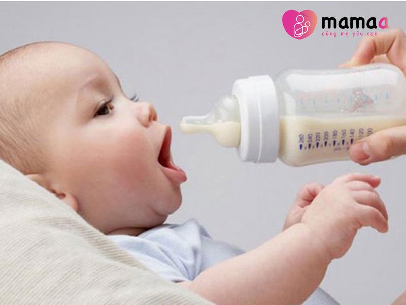 Cho trẻ uống sữa non Pháp ngay sau khi pha